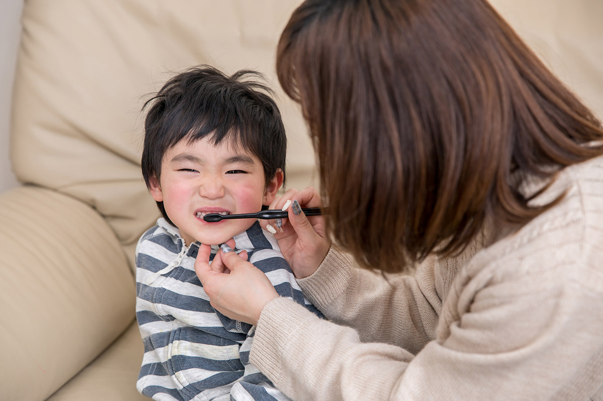 子どもの歯磨きはいつから? 注意点や正しく磨くコツとは